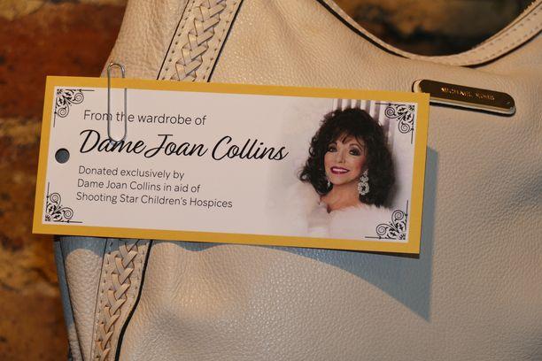 Collins lahjoitti hyväntekeväisyyskeräykseen esimerkiksi tämän laukun.