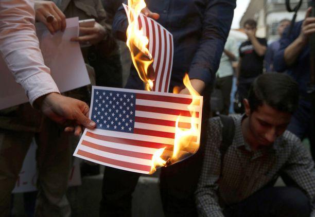 Iranin pääkaupungissa Teheranissa järjestettiin mielenosoituksia Trumpin päätöksen jälkeen.