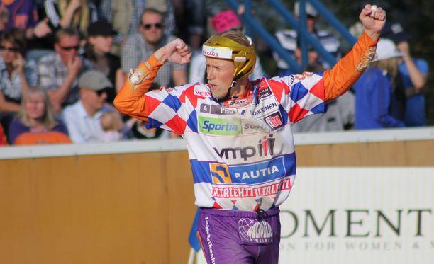 Kaikkien aikojen menestynein miespesäpalloilija Jani Komulainen tavoittelee jo uransa 12:tta Suomen mestaruutta.