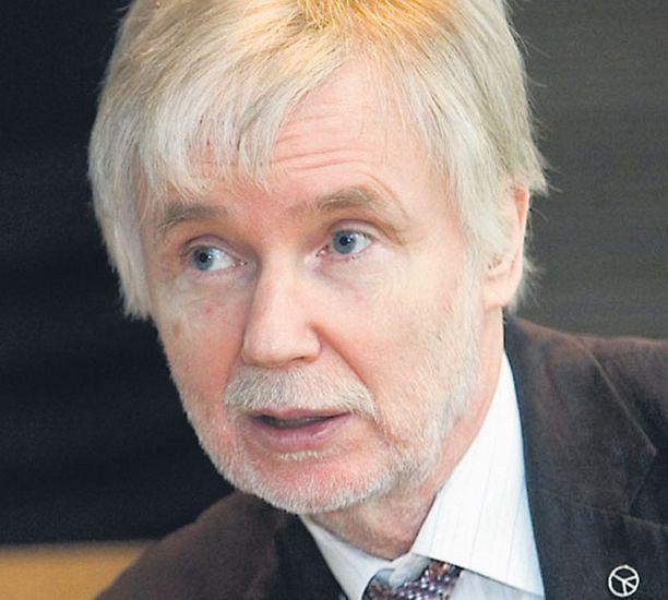 Puoluetoveri Erkki Tuomioja kiilasi Lipposen inhokkilistan kärkeen.