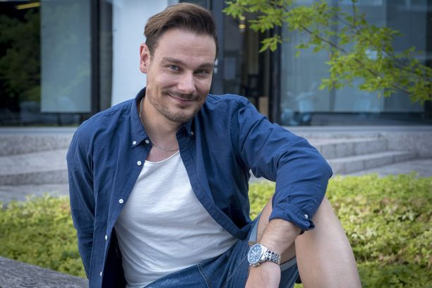 Tommi Soidinmäki on tunnettu suomalainen laulaja. Mies tunnetaan myös näyttelijänä.