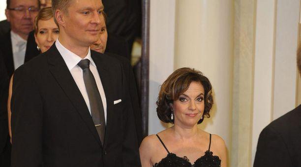 Riku Korhonen ja Anna-Leena Härkönen edustivat Linnan juhlissa vuonna 2009.