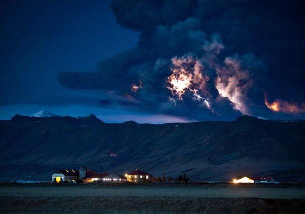 Tulivuorenpurkaus on yksi vaikuttavimmista Äiti Maan voimien osoituksista. Kuvassa Grimsvötnin purkaus vuonna 2011.