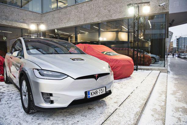 Täyssähköauto Tesla Model X.