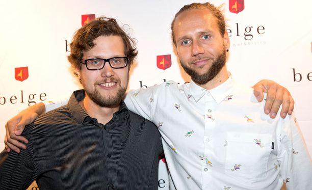 Iholla-sarjan Jukka Lääveri ja Esko Kyrö kertoivat puhelimen soineen tiuhaan tahtiin sarjan alettua.