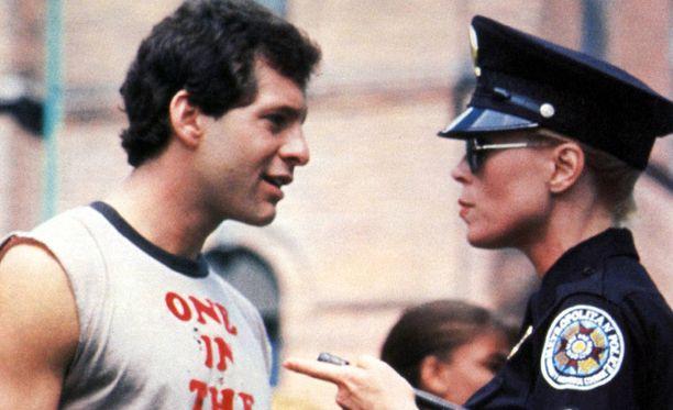 Steve Guttenberg ja Leslie Easterbrook näyttelivät Poliisiopistossa.