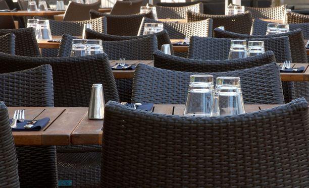 Poliisi otti miehen kiinni torstaina 19. heinäkuuta, kun mies oli ruokaillut Helsingin Bulevardilla sijaitsevassa ravintolassa, mutta jättänyt ruoat ja juomat maksamatta. Kuvituskuva.