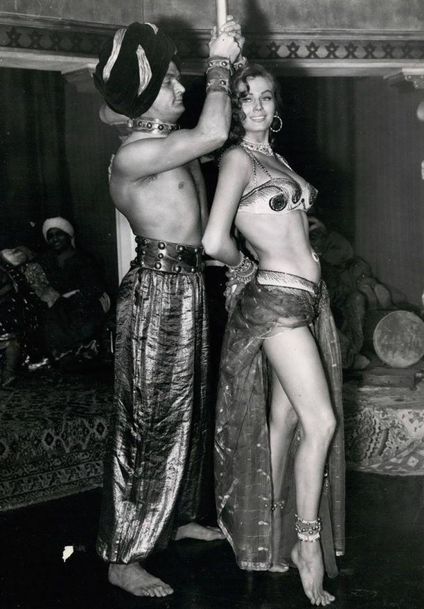 Ekberg elokuvassa Zarak (1956).