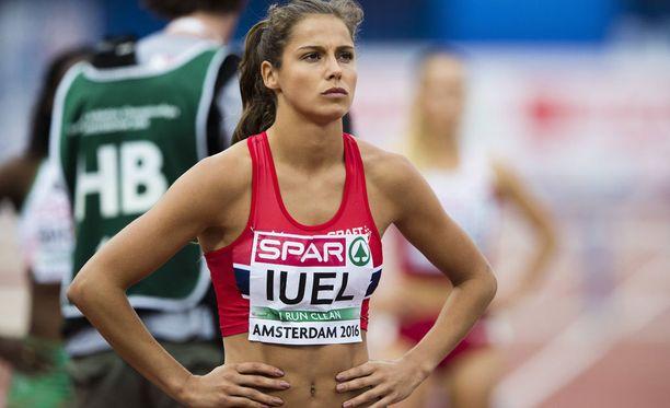 Amalie Iuel pitää hallussaan Norjan ennätyksiä 400 metrillä ja 400 metrin aitajuoksussa.