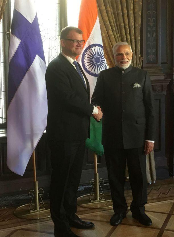 Pääministeri Juha Sipilä tapasi Intian pääministeri Narendra Modin Tukholmassa tiistaina.