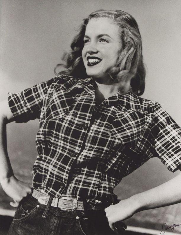 TUMMA MARILYN Marilyn näyttää aivan hurmaavalta myös farkuissa ja ruutupaidassa.