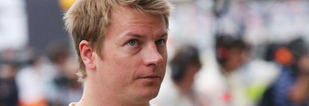 Kimi Räikkönen pääsee tänään Lotuksen rattiin.