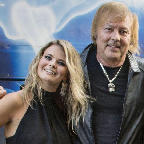 Erika Vikman ja musiikkineuvos Danny kertoivat parisuhteestaan joulukuussa.