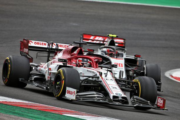 Kimi Räikkönen oli liekeissä Algarven radalla Portugalissa.