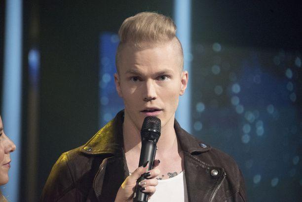 Laulaja-lauluntekijä Lauri Yrjölä luottaa suomenkieliseen kappaleeseen.