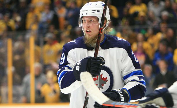 Tositoimiin palannut Patrik Laine syötti Winnipeg Jetsin voittomaalin Nashville Predatorsia vastaan.