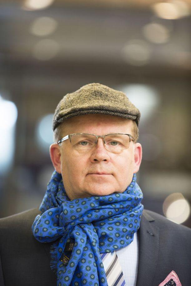 Pekka Halonen kertoo seuraavansa tarkkaan kansainvälisiä muotitrendejä.