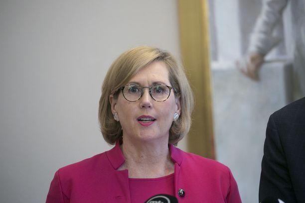Työministeri Tuula Haatainen kertoo työllisyystoimien etenemisestä.
