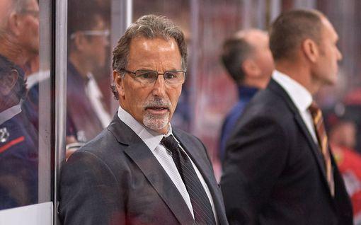 """Kansalliskiihkeä NHL-valmentaja muutti asennettaan: """"Ei tarkoita epäkunnioitusta lippua kohtaan"""" – ehdottaa muutosta otteluiden alkuseremoniaan"""