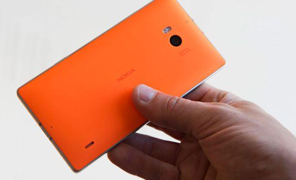 Krista Simsek kertoo, että kun Microsoft osti Nokian puhelinliiketoiminnan, hän suhtautui Microsoftin Lumioihin luottavaisesti. Luotto kuitenkin karisi pian.