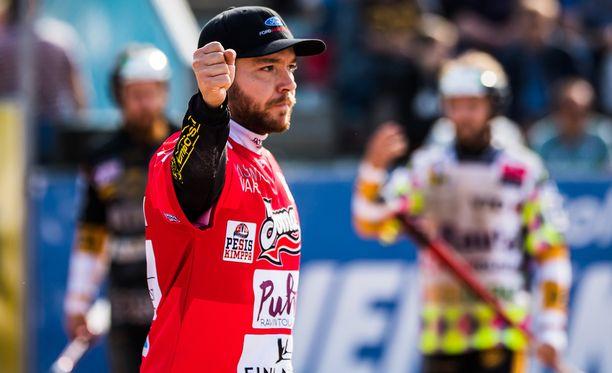 Juha Puhtimäki oli Joensuun Mailan tehomies miesten Superpesiksen finaaliavauksessa.