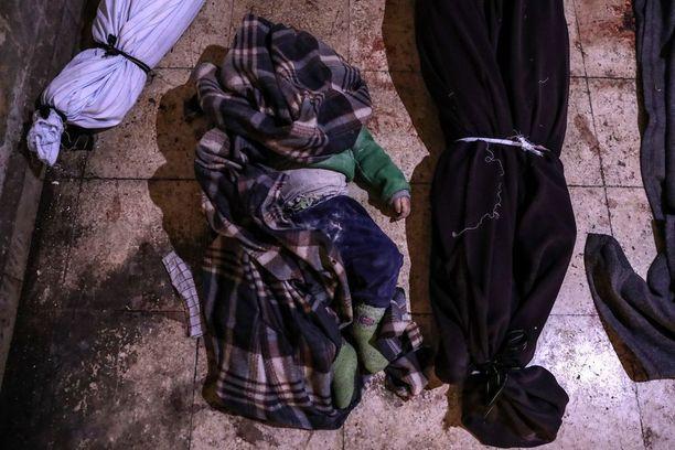 Pelastakaa lapset -järjestön mukaan hyökkäykset Itä-Ghoutaan ovat kuolemantuomio monille lapsille. Kuva otettu tiistaina.