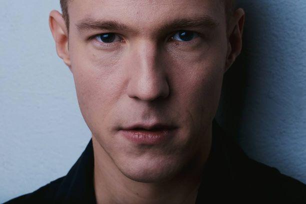 Olavi Uusivirta julkaisi seitsemännen albuminsa.