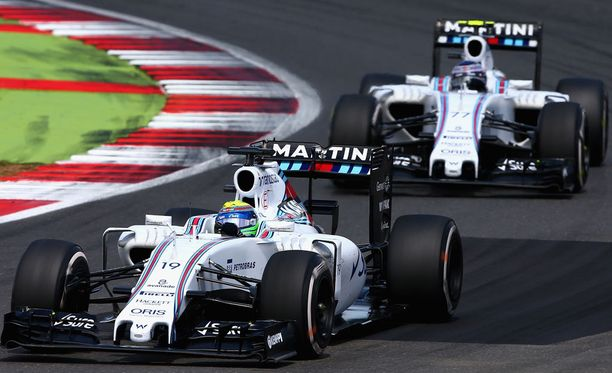 Felipe Massa (edessä) ja Valtteri Bottas eivät ole tyytyväsiä Williamsin suorituskykyyn märissä olosuhteissa.