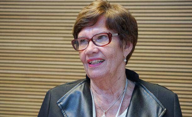 Sirkka-Liisa Anttila haluaa, että hallitus luopuu hallintarekisteriuudistuksesta.
