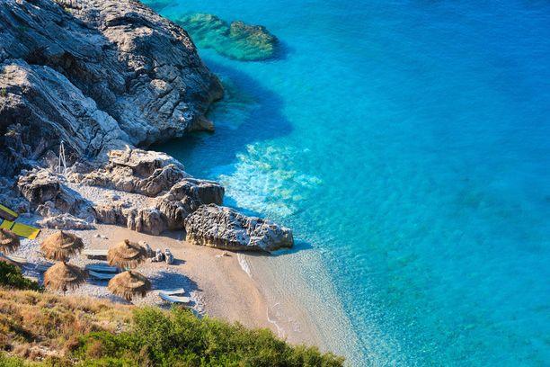 Erityisesti Albanian upea rannikko houkuttaa lomailijoita.