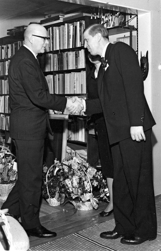 Johannes Virolainen oli ministerinä neljässä pääministeri Urho Kekkosen johtamassa hallituksessa.