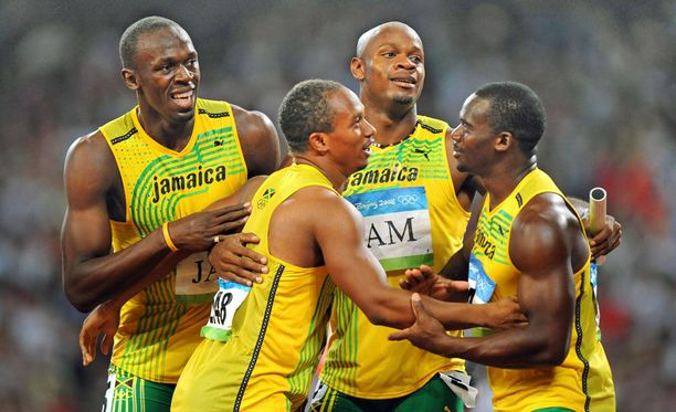 Usain Bolt, Michael Frater, Asafa Powell ja Nesta Carter olivat Pekingin viestissä nopeimpia, mutta kultamitalit kuuluvat nyt Trinidad ja Tobagon joukkueelle.
