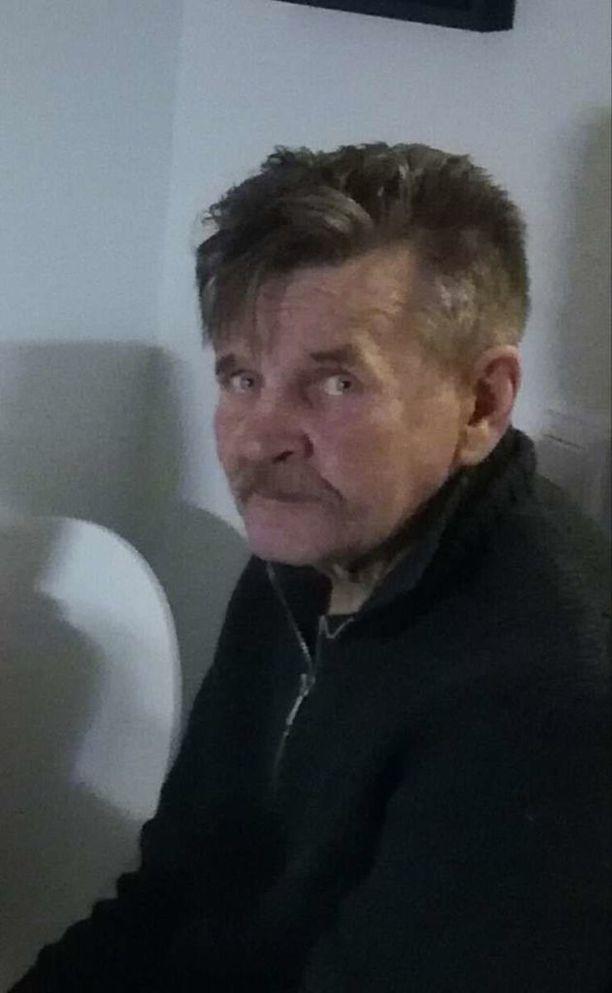 """Poliisi pyytää havaintoja Mikkelissä kadonneesta Kari """"Karppa"""" Sikasesta."""