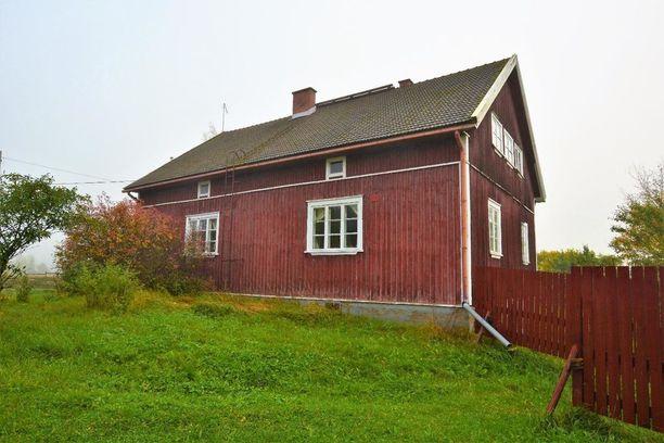 Nokian Tottijärvellä sijaitseva hirsitalo on rakennettu vuonna 1939. Taloon on uusittu sähköt ja vesiputket mutta muuten se on säilynyt alkuperäisasussaan. Pihapiiriin kuuluu myös hevostalli.