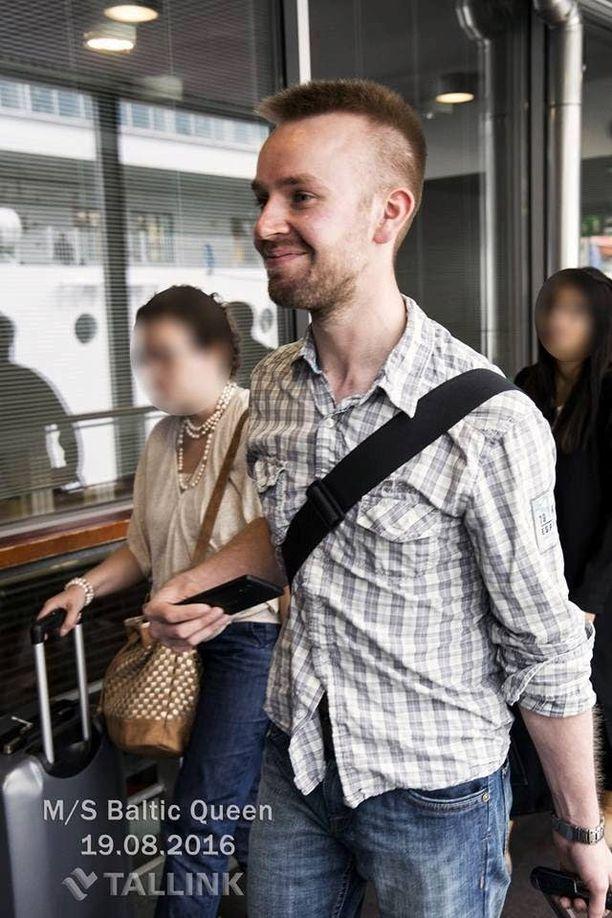 Heikki Saksala oli kadotessaan pukeutunut farkkuihin ja tummaan takkiin. Hänet on nähty viikonloppuna Helsingissä.