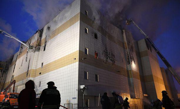 Tuhoisa ostoskeskuspalo on vaatinut kymmeniä kuolonuhreja.