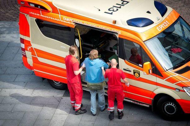 Sairaanhoitopiireissä on usein käytössä sekamalli, ja silloin käytetään sekä julkisia että yksityisiä ensihoitopalvelun tuottajia.