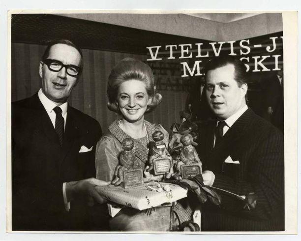 Telvis-patsaidenjaossa Teija Sopasen ja Niilo Tarvajärven kera vuonna 1967.