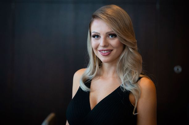 Erika Helin kilpailee Miss Suomi -finaalissa numerolla seitsemän.