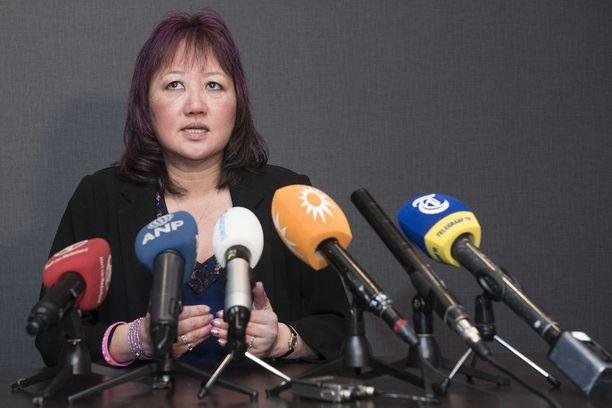 Itsemurhan tehneen Amanda Toddin äiti Carol Todd puhui tiedotusvälineille torstaina Hollannissa.
