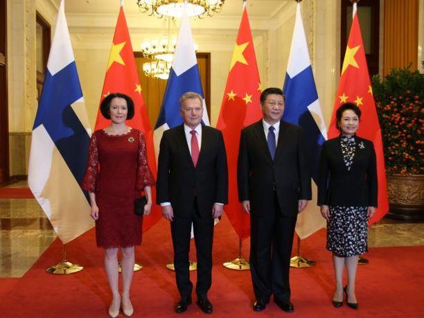 Kiinan presidentti Xi Jinping ja rouva Peng Liyuan vastaanottivat presidentti Sauli Niinistön ja rouva Jenni Haukion.