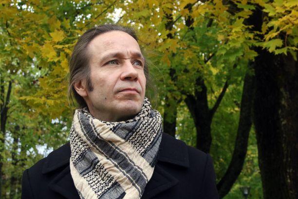 Jarkko Martikainen on julkaissut 50-vuotispäiväänsä liittyen teoksen Lihavia Luurankoja, johon on koottu hänen parhaimpia sanoituksiaan. Teoksen nimi on YUP:n kappaleesta.