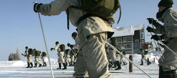 Kaikkien Karjalan prikaatin kolmen kenttätykistön perusrykmentin viikonloppulomat peruttiin varuskunnassa jylläävän flunssan vuoksi.