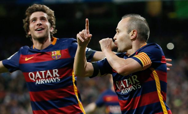 Andérs Iniesta on kentän kingi Barcelonan voittaessa Real Madridin 4-0.