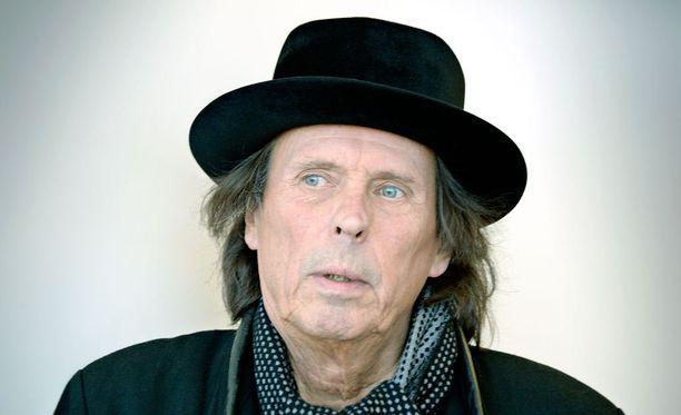 Dave Lindholmin uusin levy, V., ilmestyi joulukuun alussa.