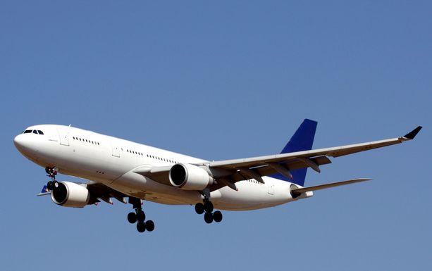Valkoinen on paras pohjaväri lentokoneille useista syistä.