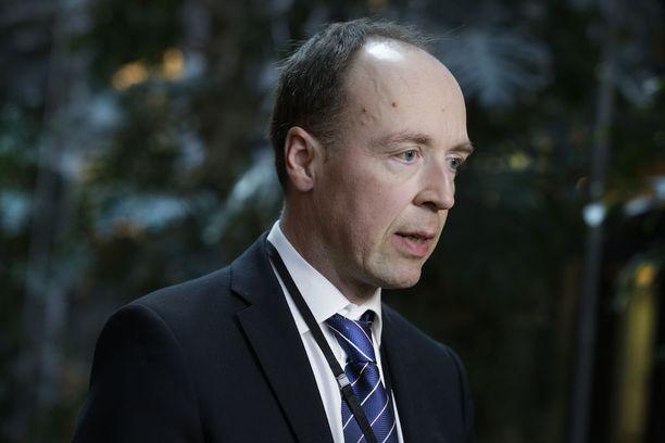 """Korkeimmalta oikeudelta saamaansa tuomiotaan kritisoiva Jussi Halla-aho sanoi Peter Nymanille, että """"tästä nyt taas joku voi saada hepulin, että vähätellään oikeuslaitoksen päätöksiä, mutta kyllähän niistäkin pitää voida käydä keskustelua""""."""