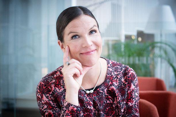 Säästöpankin pääekonomisti Henna Mikkonen uskoo jatkuvaan oppimiseen.