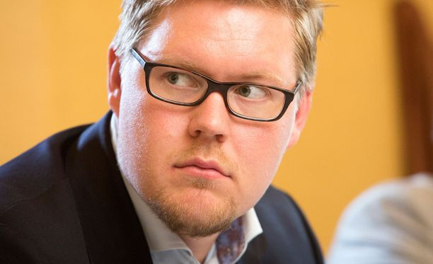 SDP:n eduskuntaryhmän puheenjohtaja Antti Lindtman puuttui ulkoministeri Timo Soinin (ps) puheisiin opposition roolista.