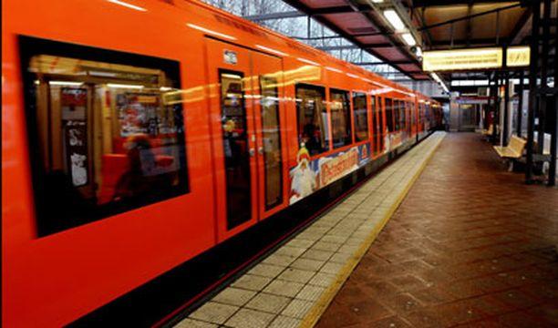 Onnettomuus sattui viime vuonna Puotilan metroasemalla, kun 11-vuotias oli juoksemassa metroon, jonka ovet oli sulkeutumassa.